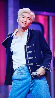 Exclusive photos from BTS' Comeback Show on MCountDown Korean Boy Bands, South Korean Boy Band, K Pop, Mixtape, Bts Bangtan Boy, Bts Jimin, Bts Memes, Jeans Y Converse, Rapper