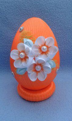 Fabric Ornaments, Ball Ornaments, Holiday Ornaments, Egg Shell Art, Diy And Crafts, Arts And Crafts, Kanzashi Flowers, Ribbon Art, Egg Art