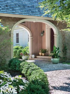 Tour a charming Cape Cod home designed by Helen P. Higgins Interiors from New England Home magazine on Design Chic today! Porte Cochere, Beach Cottage Style, Beach Cottage Decor, Coastal Style, Building A Porch, New England Homes, House With Porch, Breezeway, House And Home Magazine