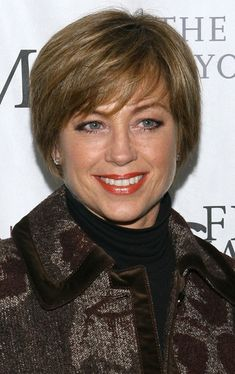Dorothy Hamill Photos - Figure skater Dorothy Hamill attends the 2008 Skating with the Stars, Under the Stars Benefit Gala at the Wollman Rink in Central Park March 2008 in New York City. - Dorothy Hamill Photos - 126 of 132 Short Hair With Layers, Short Hair Cuts, Short Hair Styles, Long Face Hairstyles, Medium Bob Hairstyles, Short Wedge Hairstyles, Dorothy Hamill Haircut, Haircut Images, Dull Hair