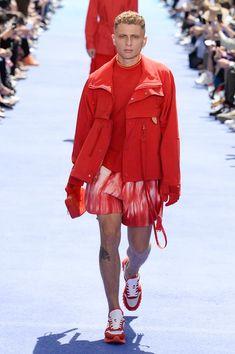 Louis Vuitton Spring 2019 Menswear Fashion Show Collection: See the complete Louis Vuitton Spring 2019 Menswear collection. Look 34 / Men fashion runway look outfit Stylish Mens Fashion, Latest Mens Fashion, Men's Fashion, Fashion Design, Paris Fashion, Fashion Clothes, Fashion Outfits, Louis Vuitton Paris, Louis Vuitton Homme