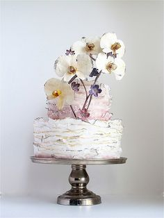 Exquisite #wedding #cake by the exquisitely talented Maggie Austin. #ruffled #floral #vintage