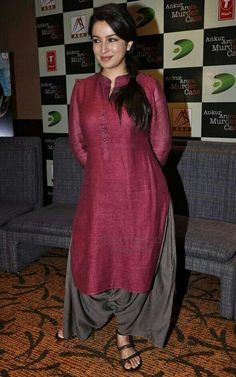 Tisca Chopra in her ususal elegant avatar at the press meet of the movie Ankur Arora Murder Case, held at Novotel Hotel, in Mumbai, on May Indian Attire, Indian Wear, Indian Outfits, Mode Bollywood, Bollywood Fashion, Salwar Designs, Blouse Designs, India Fashion, Ethnic Fashion