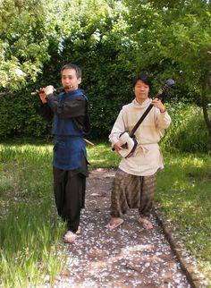 tijdens de ochtendconcerten in de Hortus Arcadië van de Music Meeting. Dit is een jaarlijks terugkerend multicultureel muziekfestival in park Brakkenstein. Genietend van de zon konden we luisteren naar de optredens van de Japanse Etsuro Ono en Shunsuke Kimura en Jamie Smith's Mabon uit Wales. Bekijk meer foto's op https://www.facebook.com/media/set/?set=a.486675918069044.1073741835.393573014046002=1