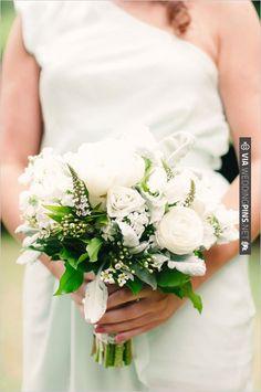 green bridal bouquet | VIA #WEDDINGPINS.NET