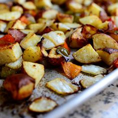 The best breakfast potatoes ever by The Pioneer Woman (basic roasting idea but I must try the trick to turning up the oven to 500 after 25 minutes) The Pioneer Woman, Pioneer Woman Recipes, Pioneer Women, Breakfast Potatoes, Breakfast Casserole, Egg Casserole, Breakfast Burritos, Ree Drummond, Paula Deen