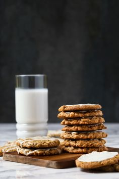 Nostalgia is at it's best in these old-fashioned, chewy, iced oatmeal cookies! Beefaroni Recipe, Vegan Desserts, Vegan Treats, Vegan Dishes, Butter Icing, Homemade Cookies, Oatmeal Cookies, Dairy Free, Gluten Free