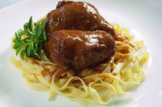 Las Lus (almoço) Spaghetti grano duro com Bracciola ao Pomodoro Carne recheada com calabresa, Bacon, pimentões, cenoura e vagem ao molho Pomodoro