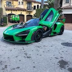 McLaren Senna chassis painted in MSO ECJ Luxe Green w/ the logo on. New Sports Cars, Exotic Sports Cars, Super Sport Cars, Exotic Cars, Bugatti, Maclaren Cars, Street Racing Cars, Top Luxury Cars, Expensive Cars