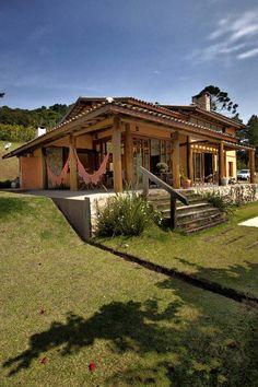 Conheça o charme e a beleza acolhedora dessa magnífica casa de campo. Veja mais!