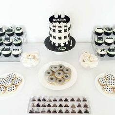 Bring on the monochrome Batman madness! | 10 Monochrome Party Ideas - Tinyme Blog