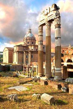 Rome -  Heilige tempel Castor and Pollux in de  Roman Forum. Gebouwd 484 v.Chr. en in 117 v.Chr. volledig herbouwd en vergroot.