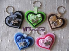 #portachiavi #feltro #cuori Hobbies And Crafts, Diy And Crafts, Crafts For Kids, Arts And Crafts, Paper Crafts, Felt Keychain, Keychains, Patchwork Heart, Felt Decorations