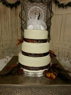 Camo wedding cake Keywords: #weddings #jevelweddingplanning Follow Us: www.jevelweddingplanning.com  www.facebook.com/jevelweddingplanning/