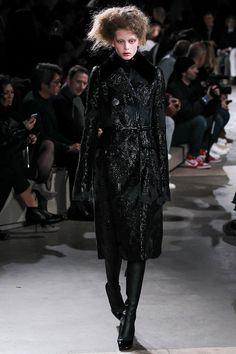 Alexander McQueen Fall 2015 Runway – Vogue