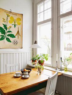 Keltainen talo rannalla: Kolme kotia Tukholmassa