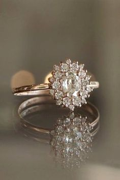 5 Must-Read Reasons Why a Halo Engagement Ring Deserves to Be On Your Wish List - Ring verlobung - Engagement Ring Rose Gold, Beautiful Engagement Rings, Antique Engagement Rings, Beautiful Rings, Solitaire Engagement, Inexpensive Engagement Rings, Wedding Engagement, Wedding Rings Vintage, Wedding Jewelry