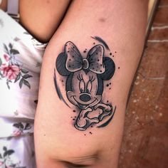 "✨ 𝕽𝖆𝖚𝖑 𝖉𝖊 𝖑𝖆 𝕺✨ on Instagram: ""🎀 MINNIE MOUSE 🎀 #tattoo #tattoos #tattoostyle #spain #alicante #art #minniemouse #minnie #tatuajes #blackandwhite #rauldelao #ink #inked…"" Forarm Tattoos, Bear Tattoos, Hand Tattoos, Small Tattoos, Mickey And Minnie Tattoos, Mickey Tattoo, Disney Sleeve Tattoos, Hip Tattoos Women, Tatuagem Old School"
