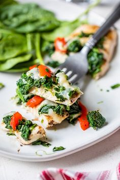 Grilled chicken topped with spinach, melted mozzarella and roasted peppers – a quick and easy chicken dish your family will love! #grilledchicken
