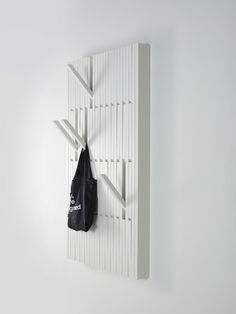 Appendiabiti a parete in faggio PIANO WHITE by @perusedesign  design Patrick Seha