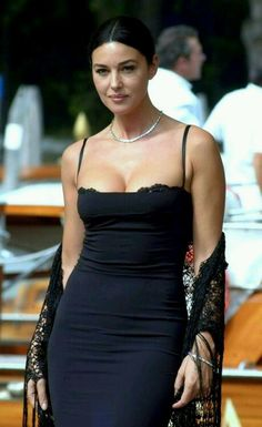 Monica bellucci nin gzellik srlar vintage everyday beautiful portrait photography of 50 hollywood actresses from the Beautiful Celebrities, Beautiful Actresses, Most Beautiful Women, Beautiful Body, Beautiful Dream, Dead Gorgeous, Simply Beautiful, Look Fashion, Fashion Models