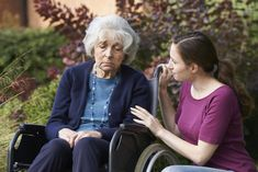 Caregiver Burnout: Symptoms and Treatment - United Nursing Services 11 Telltale Signs You May Have Caregiver Burnout Call Us Today! (800)334-5140 #CaregiverBurnout #HomeHealthCare What Is Dementia, Dementia Symptoms, Living With Dementia, Alzheimer's Treatment, Cure Diabetes Naturally, Aging Parents, Nursing Care, Home Health Care, Alzheimers