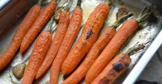 Včera Jamie na svých FB stránkách  sdílel odkaz  na recept ze své kuchařky. Šlo o  celé pečené mrkve . A protože některé věci se prostě mu... Vegetable Recipes, Vegetarian Recipes, Healthy Recipes, Jamie Oliver, Home Food, Some Recipe, Nutella, Carrots, Smoothies