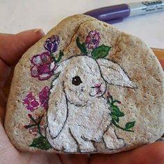 #bunny #paintingrocks #paintingstones #stonepainting #stoneart #madebyhand #handpaintedrocks #handpaintedstone #handmade #rabbit