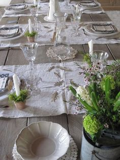table runners going the opposite way - looks great