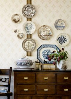 Display of Aesthetic Movement transferware from Country Living.