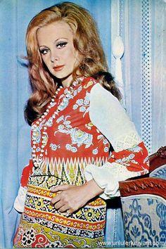 Filiz Akın Floral Tops, Stars, Vintage, Beauty, Perfume, Icons, Cosmetics, Women, Fashion