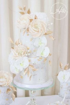 Luxury wedding cake from Hayley Elizabeth Cake Design cream and gold wedding cake wedding cake inspiration elegant wedding cakes blush and gold wedding cake gold wedding. Cream Wedding Cakes, Floral Wedding Cakes, Elegant Wedding Cakes, Floral Cake, Wedding Cake Designs, Cake Wedding, Elegant Cakes, Purple Wedding, Boho Wedding