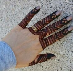 Beautiful Easy Finger Mehndi Designs Styles contains the elegant casual and formal henna patterns to try for daily routines, eid, events, weddingsSimple but coolest. Finger Henna Designs, Henna Art Designs, Mehndi Designs For Girls, Mehndi Designs 2018, Modern Mehndi Designs, Mehndi Designs For Fingers, Wedding Mehndi Designs, Fingers Design, Nail Designs