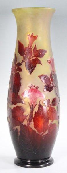É.GALLÉ (1846-1904)___ Grand vase de forme oblongue à col ouvert en verre