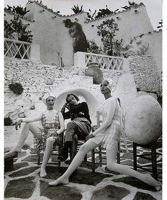 Salvador Dalí y modelos vestidas por Paco Rabanne. Vogue, 1966