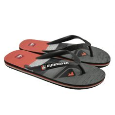 Flip flops planas de entrededo fabricadas con materiales de goma con detalles de estampado en la plantilla de la marca QUIKSILVER.
