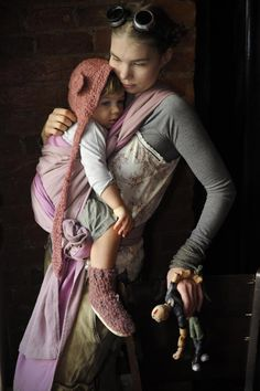 I love this gorgeous babywearing photo every time I see it... just beautiful!
