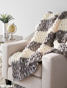 Crochet Afghans Patterns This free easy crochet blanket pattern works up quickly using super-soft Bernat Blanket yarn. Crochet Afghans, Easy Crochet Blanket, Crochet For Beginners Blanket, Blanket Yarn, Blanket Stitch, Chunky Crochet Blankets, Chunky Blanket, Crotchet Patterns For Beginners, Crochet Stitches