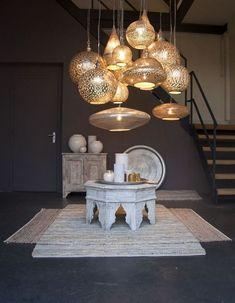 Moroccan lamp brings an oriental touch to the .- Marokanische Lampe bringt einen orientalischen Hauch in den Raum Moroccan lamp hanging lamps bright furniture - Modern Moroccan Decor, Moroccan Decor Living Room, Moroccan Home Decor, Moroccan Lamp, Moroccan Lanterns, Moroccan Interiors, Moroccan Design, Modern Decor, Moroccan Style