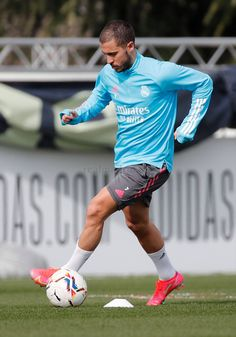 Real Madrid City, Real Madrid Training, Real Madrid Players, Eden Hazard, Soccer Shoes, Hot Guys, Sports, Balls, Europe