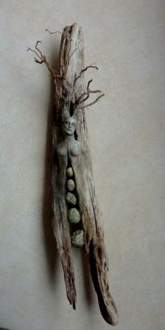 [orginial_title] – Russell's Driftwood Info Debra Bernier – lovely driftwood art work. by Hercio Dias Debra Bernier – beautiful driftwood art work. by Hercio Dias Driftwood Mirror, Driftwood Sculpture, Sculpture Art, Bel Art, Driftwood Projects, Tree Woman, Paperclay, Rock Art, Wood Carving