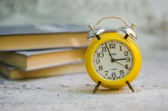 Gelbe Wecker, retro Wecker Slava, Wind-up Uhr, seltene Vintage Uhr, 11 Lewels, zwei Glocken Wecker, technisch einwandfreiem Zustand