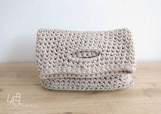 Crochet purse, sleeve, bag, little tote - T-shirt yarn, trapillo, trapilho!