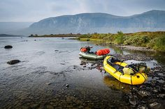 Don't restrict your adventures to either land or water – get yourself an inflatable packraft and you can discover the fun and thrills of a journey combining Canoe And Kayak, Decathlon, Boy Scouts, Rafting, Paddle, Mountain Biking, Kayaking, Deck, Kayaks