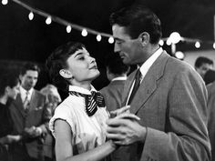 Audrey Hepburn and Gregory Peck Roman Holiday - such a great film :) Gregory Peck, Best Romantic Comedies, Best Romantic Movies, Marlon Brando, Anthony Hopkins, Looks Cinema, Classic Hollywood, Old Hollywood, Brad Pitt