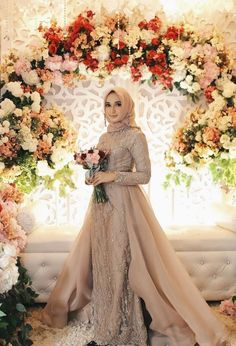 Elegant Hijab Bridal Look Ideas To Wear At Your Wedding Day Muslim Wedding Gown, Malay Wedding Dress, Hijabi Wedding, Wedding Hijab Styles, Kebaya Wedding, Muslimah Wedding Dress, Muslim Wedding Dresses, Bridal Dresses, Wedding Abaya