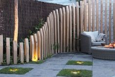 Do you find your garden fence something boring? Then pimp your fence with . - Front yard ideas - Do you find your garden fence something boring? Then pimp your fence with … Best Picture For lat - Backyard Fences, Garden Fencing, Backyard Landscaping, Garden Screening, Fence Design, Garden Planning, Exterior Design, Wall Exterior, Outdoor Gardens