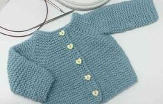 Patrón y tutorial de chaqueta de punto para bebé paso a paso, chaqueta duende 2017 Sweater Knitting Patterns, Knit Patterns, How To Start Knitting, Baby Cardigan, Baby Kind, Jacket Pattern, Knit Jacket, Baby Sweaters, Baby Patterns