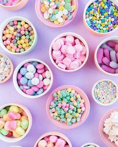 Desejamos a você um dia doce, alegre e cheios de cores para inspirar 🍬💗 #amey #love #day #inspiration #candy #sweet #colors #instamood #instagood #instalove #igers