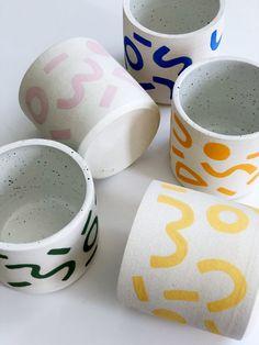 Porcelain Ceramics, Ceramic Mugs, Ceramic Pottery, Pottery Art, Pottery Ideas, Pottery Painting Designs, Paint Designs, Diy Clay, Clay Crafts